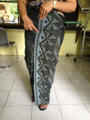 Sarong Wrapping Lesson