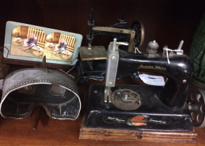 I love old sewing machines.