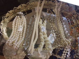 Pearls and vanity displays so 'vintage'.