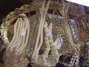 Pearls and vanity displays so 'vintage'.